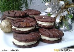 Kakaová kolečka s čokoládovo-koňakovým krémem recept - TopRecepty.cz Snack Recipes, Snacks, Christmas Cookies, Tiramisu, Sweet Tooth, Food And Drink, Sweets, Chocolate, Ethnic Recipes