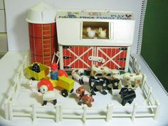 Vintage Fisher Price Little People Play Family Farm Animals Wood Barn.