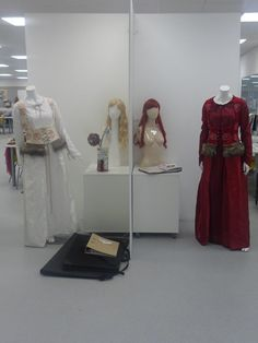 This is was my final major project for college! i created two costumes based upon the characters in The Brothers Grimm fairytale Snow White and Rose Red.