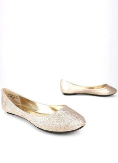 See our post on cute wedding flats and wedges for grass and comfort at http://tulleandtwine.com/2013/8/1/shoes-grass-and-comfort