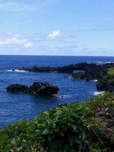 Black Sand Beach at Waianapanapa State Park #Maui #Hawaii #beach #blacksand
