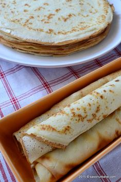 Clatite reteta de baza clatite simple Savori Urbane (3) Romanian Desserts, Romanian Food, Baby Food Recipes, Dessert Recipes, Cooking Recipes, Sweet Cooking, Good Food, Yummy Food, Hungarian Recipes