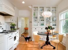 I could live with this eat-in kitchen