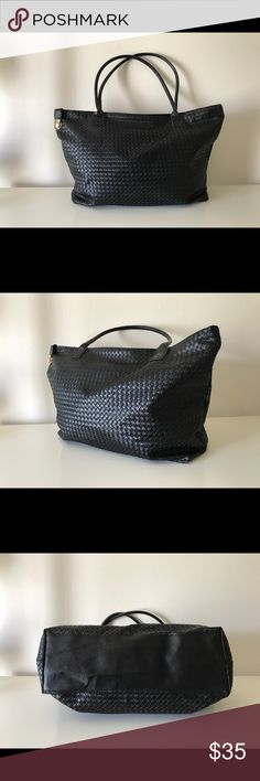 Xl woven tote Preloved with basic signs of usage but overall in very good condition can we worn as tote or use as a duffle luggage bag Bags Totes