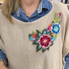 Mexican Embroidery, Floral Embroidery, Embroidery Designs, Creative Embroidery, Embroidered Clothes, Hand Embroidery Stitches, Diy Fashion, Baby Knitting, Cross Stitch