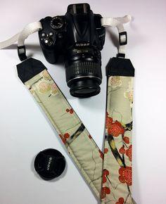 Tracolla per fotocamera SLR, DSLR, imbottita, in cotone ghiaccio con fiori di ciliegio rossi e bianchi. Tracolla fotocamera stile japan