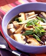 Low in calories and fat, and very quick to prepare, Hot and Sour Soup is a delicious change of pace from the usual lunchtime fare. #recipe #WWLoves