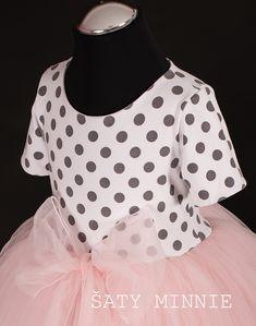 b039579904df Dětské a dívčí puntíkované šaty s meruňkovou tylovou sukní a mašlí. Cena od  2799 Kč
