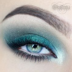 aqua marine shadow on lid with taupe/grey shadow in crease & lower lash line. This is beautiful & perfectly matches the color of her (Katosu) eyes.