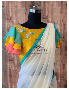 Simple Blouse Designs, Sari Blouse Designs, Stylish Blouse Design, Designer Blouse Patterns, Pattern Blouses For Sarees, Saree Blouse Patterns, Blouse Styles, Neck Designs For Blouse, Latest Blouse Designs