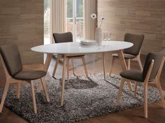 Świetny do jadalni lub nowoczesnego pokoju dziennego stół Montana będący połączeniem płyty MDF i drewna.