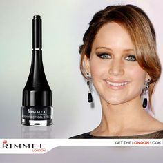 No falles siguiendo a la chica con más estilo, Jennifer Lawrence, con este peinado perfecto para cualquier reunión. Combina con tu Waterproof Gel Eyeliner.
