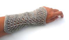 Handledsvärmare Påfågel - wrist warmers - pattern in swedish and english