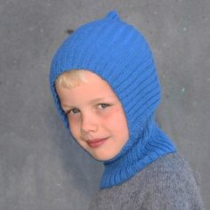 Welcome fall with a lovely warm hat for the kids. The hat has a good fit since the rib adapts the head. The hat is available in sizes: years old. Knitting For Kids, Double Knitting, Baby Knitting Patterns, Free Knitting, Wooly Hats, Knitted Hats, Crochet Hats, Bonnet Hat, Welcome Fall