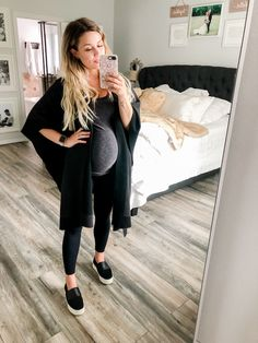 Maternity Closet Staples You Need Casual Maternity Outfits, Stylish Maternity, Maternity Wear, Maternity Fashion, Pregnancy Fashion, Winter Maternity Clothes, Maternity Looks, Cute Pregnancy Outfits, Maternity Leggings Outfit
