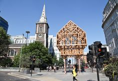 Paleys Upon Pilers, Structure Workshop; M3 Consulting; DP9; AB3 Workshops; and Linda Florence. An intricate timber palace perched on pillars that marks the spot of Aldgate and commemorates its most distinguished resident, Geoffrey Chaucer.