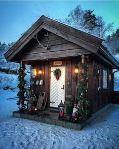 Tiny Cabins, Tiny House Cabin, Cabins And Cottages, Log Cabins, Cabana, Cute Small Houses, Winter Cabin, Winter Snow, Winter Time