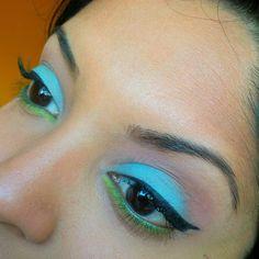 #motd using the @sugarpill #heartbreaker palette and @makeupgeekcosmetics shadows.   Browbone: Peach Smoothie (MUG) Crease: Mango Tango (MUG) Eyelid: Mochi (sugarpill)  Bottom lid: Acidberry (sugarpill)  Eyeliner: Immortal (MUG)