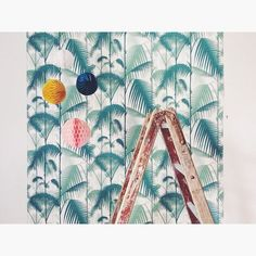 #coleandson #tropical #jungle #palmjungle #kidsroom #teenagerroom @cole_and_son_wallpapers: