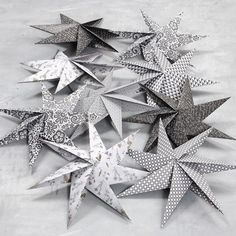 Sterne aus quadratischem Papier mit 7 Zacken Stars made of square paper with 7 points Diy Christmas Star, Christmas Toilet Paper, Christmas Origami, Christmas Crafts, Kids Origami, Paper Crafts Origami, Origami Art, Diy Paper, Star Diy