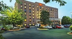 Hampton Inn Washington-Dulles International Airport South Chantilly The Chantilly, Virginia hotel is located 7 miles from the Washington-Dulles International Airport. Airport shuttle services, a jacuzzi, and a daily hot breakfast are all offered at this hotel.