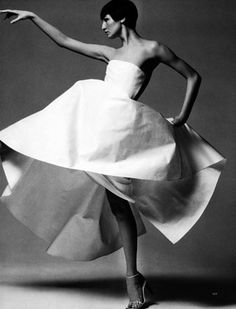 Harper's Bazaar US, July 1999 Photographer : Patrick Demarchelier Model : Erin O'Connor Major Models, 90s Models, Fashion Models, Fashion Beauty, 90s Fashion, High Fashion, Tim Walker, Helena Christensen, Glamour