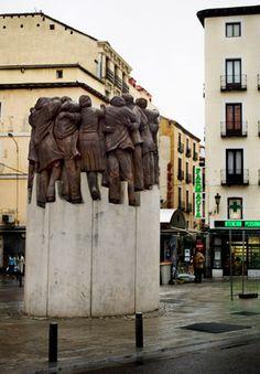Juan Genovés El abrazo, 2003 Plaza de Antón Martín, Ayuntamiento de Madrid. Asesinato de abogados en Atocha
