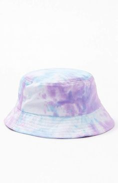Tie-Dye Washed Bucket Hat - Bucket hat beach - Best Picture For diy hair accessories for toddlers For Your Taste You are looking for something, and it is go Bucket Hat Outfit, Outfits With Hats, Cute Outfits, Bob Chapeau, Mode Adidas, Eyelet Shorts, Mode Chanel, Tie Dye Fashion, How To Tie Dye