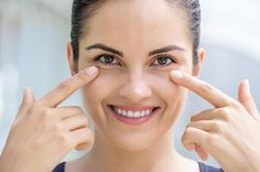 dark circle Looking for natural home remedies to treat dark circles? Well, tomato is an ingredient you must try. Listed in the article are some amazing tomato-based home remedies that will Beauty Secrets, Beauty Hacks, Beauty Tips, Beauty Products, Diy Products, Beauty Care, Loción Facial, Facial Peels, Homemade Face Pack
