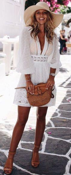 Boho schicker Look Boho # Bohemian # Gypsy # Freespirit # Mode # Moda Source by demirka White Dress Summer, Little White Dresses, Summer Dresses, Outfit Summer, Spring Outfits, Elegant Summer Outfits, Summer Fashions, Winter Outfits, Vestidos Sexy