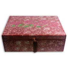 Caixa decorada com fecho pompom