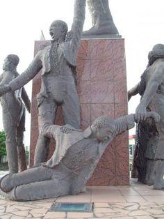 sculpture Delgrès aux Abymes. Guadeloupe. Elle évoque Le colonel Louis Delgrès qui symbolise la lutte contre le rétablissement de l'esclavage