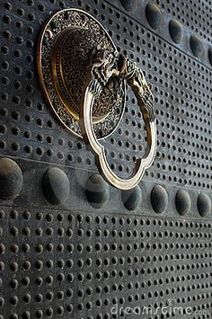 Chinese ancient door by Bbbar http://www.pinterest.com/joliesarts ∗…