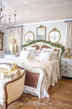 the master bedroom dressed for christmas - Christmas Bedroom Decorating Ideas Pinterest