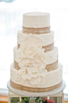 Rustic White Wedding Cake || PHOTO SOURCE • ANDI DIAMOND PHOTOGRAPHY