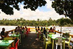 Restaurante às margens do Rio Preguiças no Parque Nacional dos Lençóis Maranhenses, estado do Maranhão, Brasil.  http://www.360meridianos.com/2015/08/o-que-fazer-em-barreirinhas-no-maranhao.html