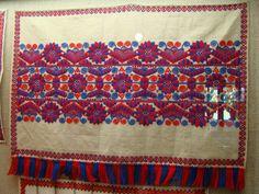 Buzsaki embroidery (Hungary) Polish Folk Art, Hungarian Embroidery, Print Patterns, Textile Patterns, Needlework, Vibrant Colors, Bohemian Rug, Quilts, Stitch