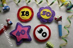 Szülinapi kitűzők Birthday Crafts, Medusa, Anniversary Crafts, Jellyfish