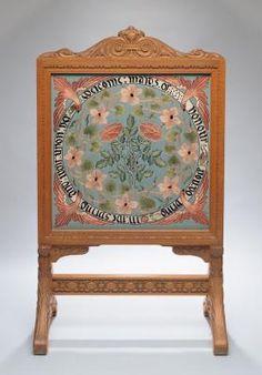 "Morris & Co. ""Maids Bienvenido de Honor"" Firecreen (kit). Diseñado por May Morris. Bordado (1900) Adelaide, Australia. Bordado de seda sobre seda, tallada marco de roble."