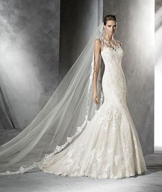 Pladie by Pronovias Beige tulle mermaid-style wedding dress. Bodice with sheer underbodice decorated with appliqués and sweetheart neckline. Sheer back.