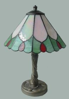 LÁMPARA SILVIA Diámetro: 20 cm Altura: 30 cm VENDIDA Stained Glass Designs, Stained Glass Projects, Stained Glass Patterns, Stained Glass Art, Glass Pendant Light, Pendant Lighting, Stained Glass Lamp Shades, Tiffany Art, Lampshades