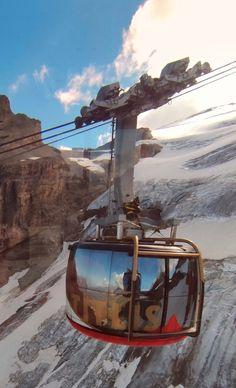 Erste 360° drehbare Gondel. First Revolve Tramway Switzerland, Mountains