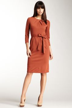 Emploi - Lexington Above-The-Knee Pleated Neck Dress in Rust