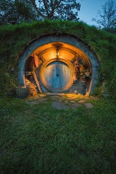 Are you care hobbit house? You are find modern hobbit hole pictures in page. Hobbit Door, The Hobbit, Hobbit Land, Casa Dos Hobbits, Earth Sheltered Homes, Underground Homes, Earth Homes, Natural Building, Earthship