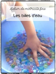 Discovery of water pearls: a sensory exercise that helps develop high-quality motor abilities in youngsters - Montessori Classroom, Montessori Activities, Infant Activities, Educational Activities, Classroom Activities, Activities For Kids, Water Beads, Sensory Bins, Fine Motor Skills