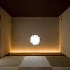 s tto : MAY COMPANY & ARCHITECTSが手掛けたtranslation missing: jp.style.寝室.modern寝室です。 Yoga Room Design, Yoga Studio Design, Gym Lighting, Cove Lighting, Meditation Room Decor, Meditation Space, Spa Interior Design, Tatami Room, Bali House