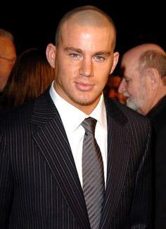 he kinda looks like Kelly Slater in this pic...aaahhh..my two favorite men!!