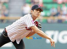 Shinhwa Eric Lotte Card Professional Baseball 2011