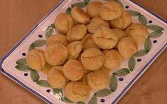 Ingredienti:  100 gr di burro 250 ml di acqua sale 150 gr di farina 3 uova 100 gr di parmigiano noce moscata qb