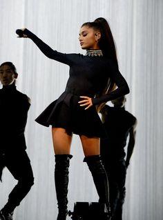 Ariana Grande ♡☽☆ Ariana Grande – Dangerous Woman Tour 2017 in Phoenix Ariana Grande Fotos, Ariana Grande Outfits, Ariana Tour, Ariana Grande Tumblr, Ariana Grande Dangerous Woman Tour, Elegantes Outfit Frau, Robes Glamour, Hallowen Costume, Halloween